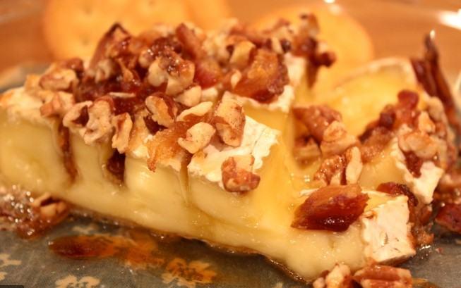 easy Honey Nut Baked Brie Bloomin' Apples recipe