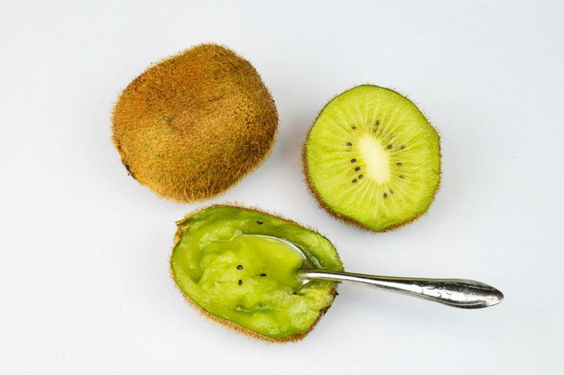 How to Peel Kiwi Using a Spoon