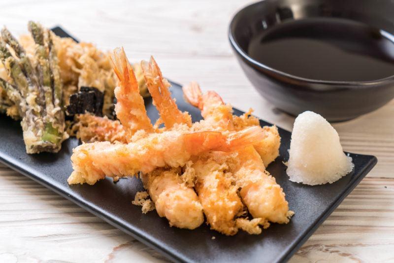 shrimps tempura (battered fried shrimps) with vegetable